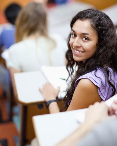Studen in desk